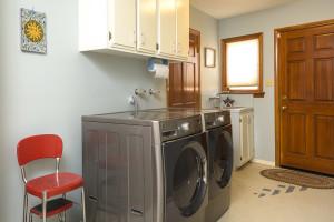 Residential Listing 5560 Ostin Ave